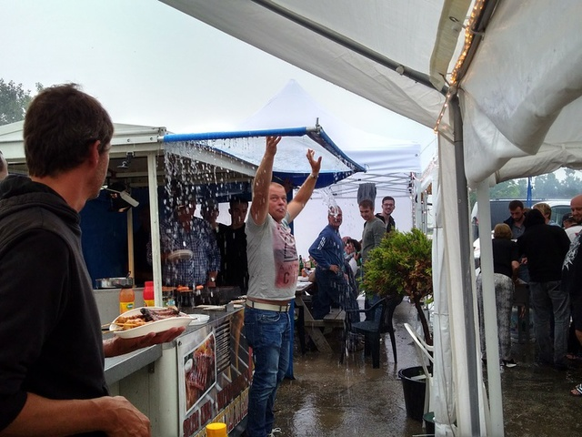 Hollands barbeque weer op de camping in Zeeland